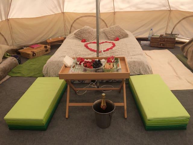 Le bonheur sous une tente ....