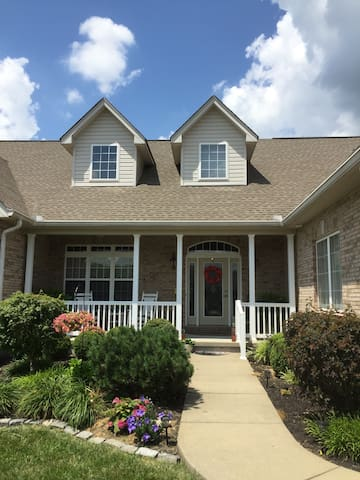 Home Away From Home In Northern KY- 2 BR Suite - Dry Ridge - Maison