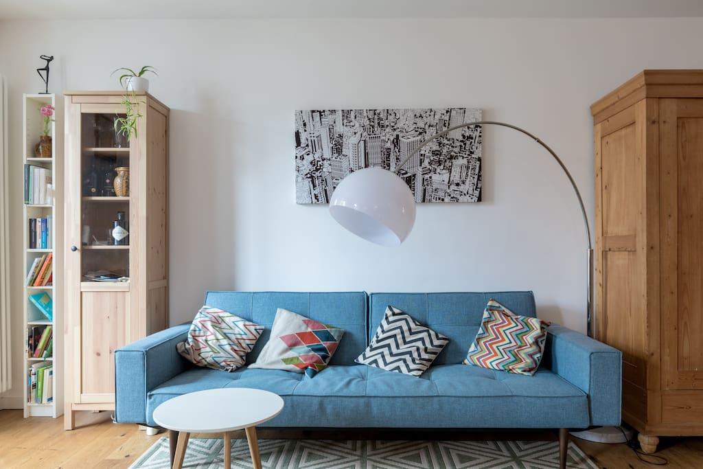 Couch mit Beistelltisch