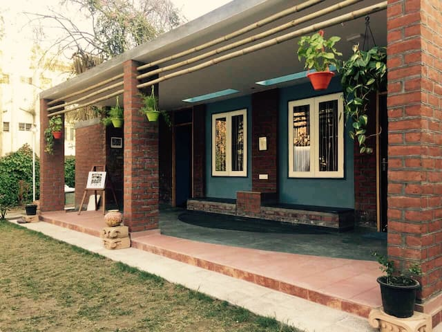 Chandralok - A garden house in the city centre! - Ahmedabad - Dom
