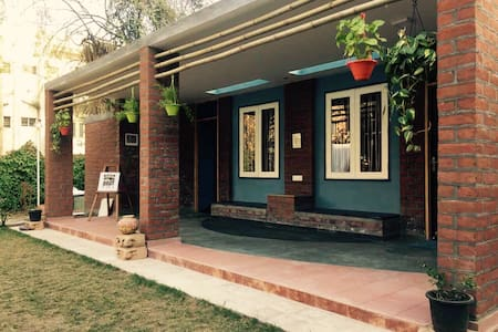 Chandralok - A garden house in the city centre! - Ahmedabad - Haus