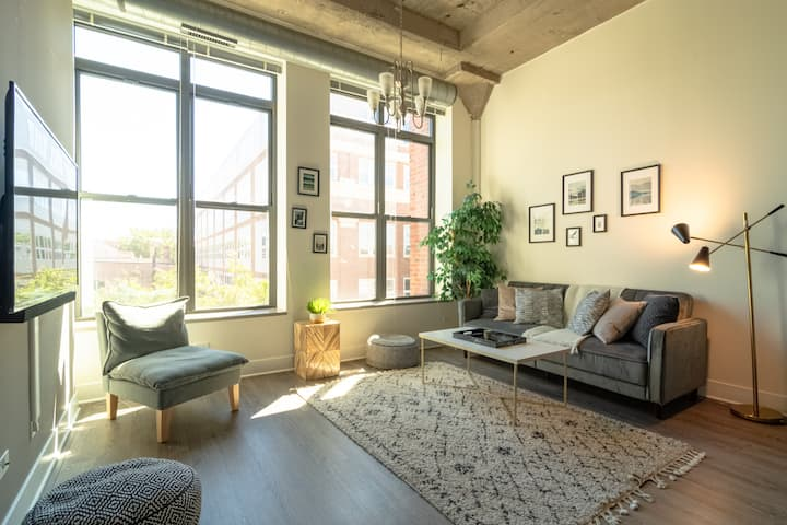 Luxurious 2br/2ba in Downtown w optional parking