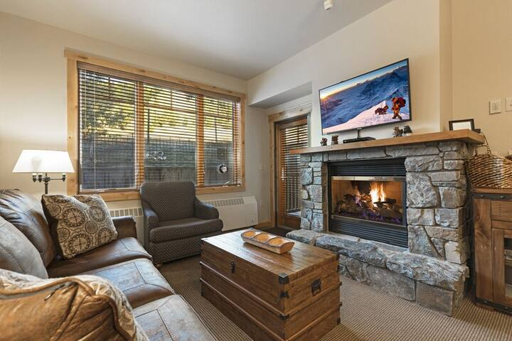 **New owners and new to airbnb** Immaculate ski in ski out condo
