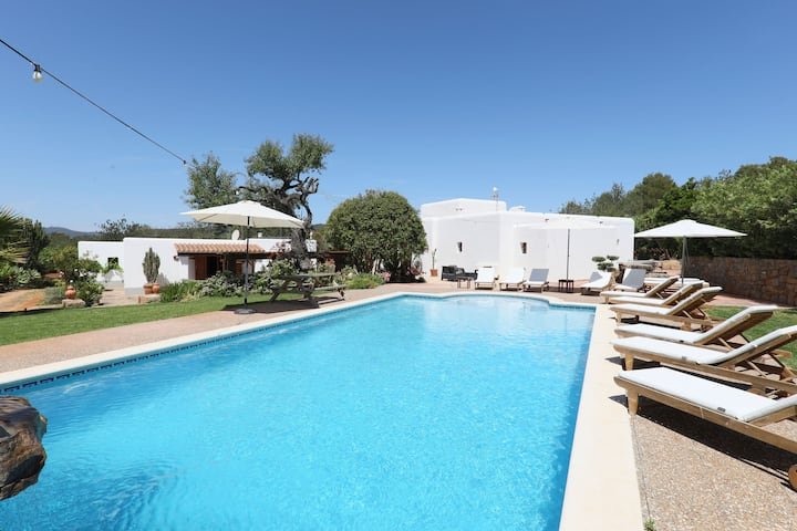 Heavenly Villa with Saltwater Pool, Wi-Fi, Orchard and Mountain View; Parking Available
