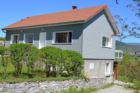 Comfortable chalet 125m2 South Jura / Amazing view - Châtillon-en-Michaille - Haus