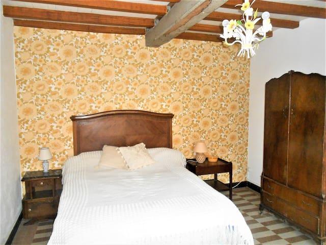 Ground floor Sunflower Bedroom