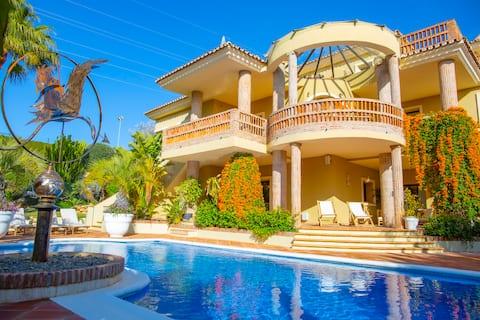 Stunning exclusive modern villa, ideally located