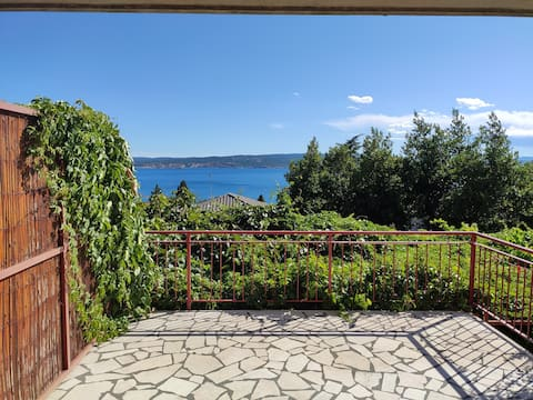Apartment Loggia with a sea view & private parking