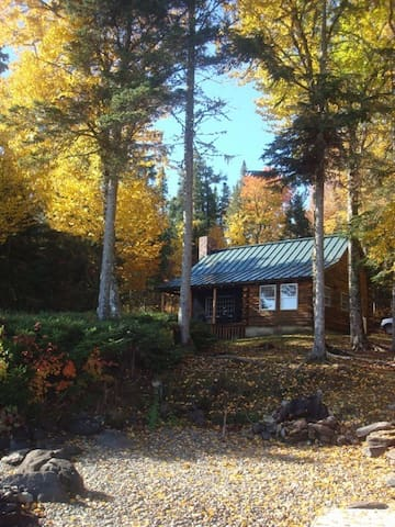 Cozy & Charming Lakefront Log Cabin! - Rangeley - Kulübe