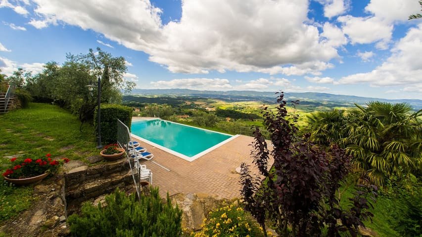 Apt. Granaio, in Agritourism with panoramic pool - Loro Ciuffenna