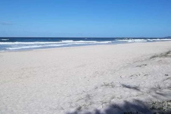 2 Bed Apt Directly across from beach with views - Mermaid Beach