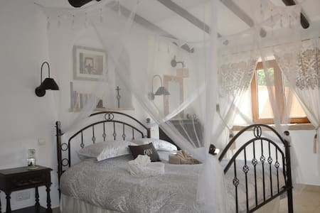 Romantic luxury stone barn conversion with views