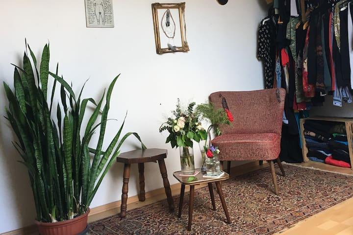 Im Herzen Frankfurts: Helles, geräumiges WG-Zimmer
