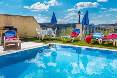 Four bedroom Villa Ta Danjela with Private Pool - Xaghra