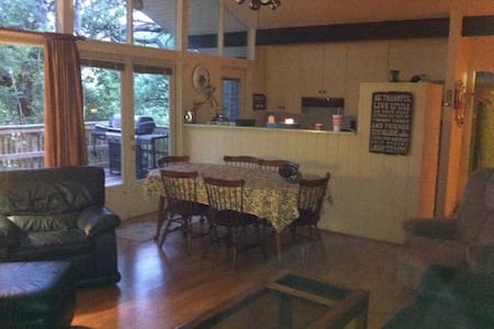 Welcome to our quiet Canyon Lake, Texas Retreat! - Spring Branch - House - 1