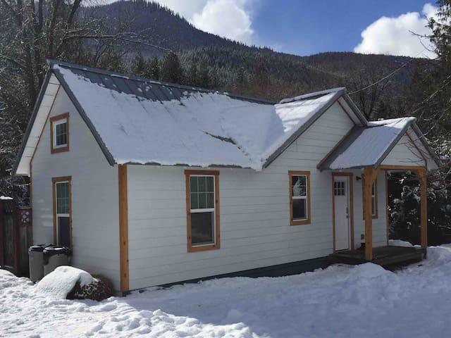 Sky Cabin- Stevens Pass