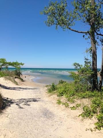 Sandbanks Outlet Beach