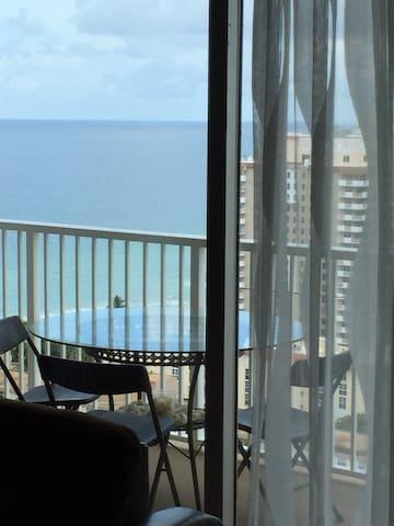 Ocean view Penthouse apartment on 24th floor - Hallandale Beach - Condominium