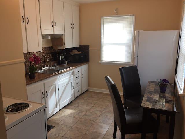 St James Ave Unit 1- 2Bed 1bath Cape Cod 1/2double - Dayton - Apartment