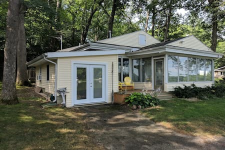 Water frontage 2bd/1bath cottage sleeps 6 adorable
