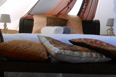 Glamping in botanic garden near Budapest IndiaTent - Dunabogdány - Tent