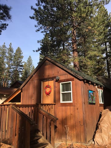 Little Blue Studio Cabin in Tahoe - Kings Beach
