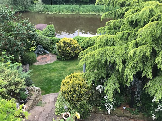 Riverside, cosy garden flat in worcestershire area