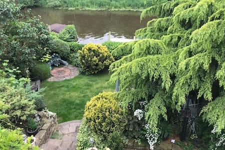 Riverside, cosy garden flat in worcestershire area