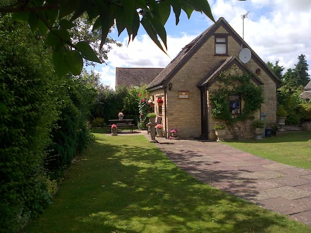 Peaceful Stable cottage set in great location