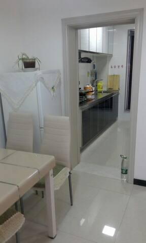 家庭旅馆/日租房/钟点房/可做饭/高层电梯房 整套房子/公寓