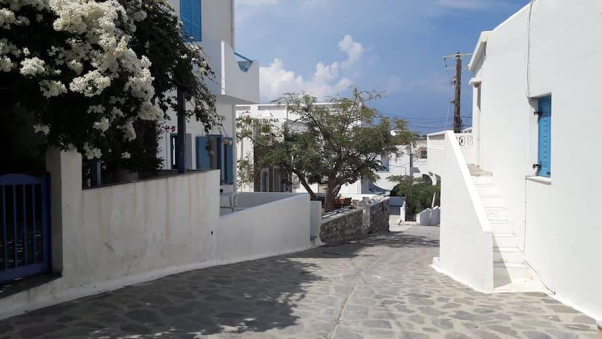 Schinoussa Guest House