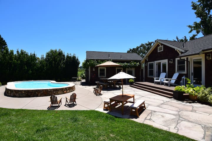 Kenwood Farmhouse - A Little Piece Of Heaven Amongst The Vineyards!  2 Bedrooms, 2 Bath Cottages In A Park Like Setting