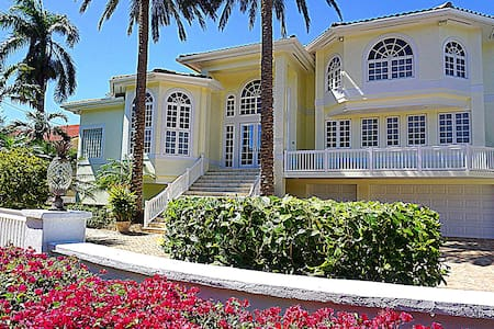 Duck Key, FL Waterfront Mansion for Rent Marathon