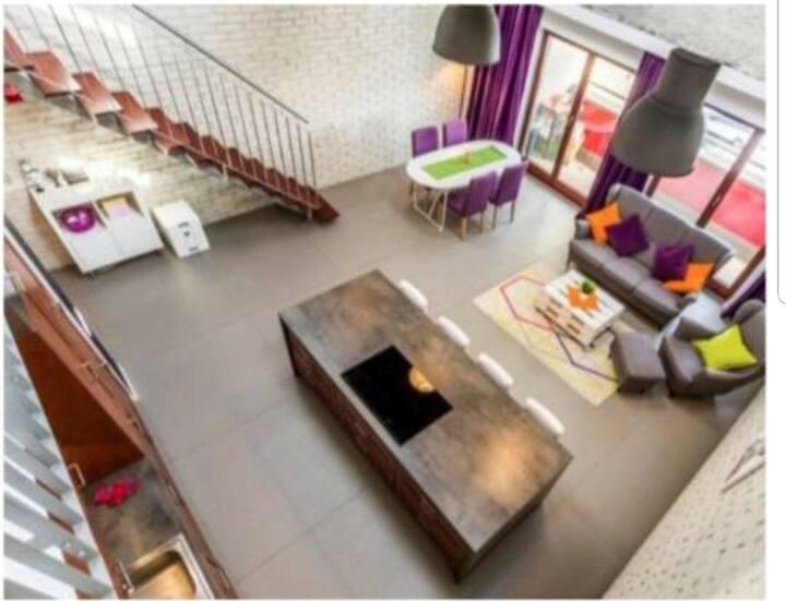 Большая трёх комнатная квартира и плюс студия