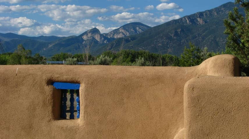Romantic Jacuzzi Suite with view of Taos Mountain