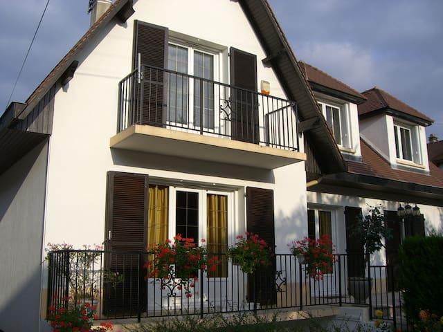 Grande maison indépendante pour 8 personnes maxi - Chevilly-Larue - Casa