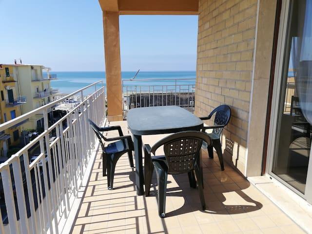 Scauri beach Appartamento carino di fronte al mare