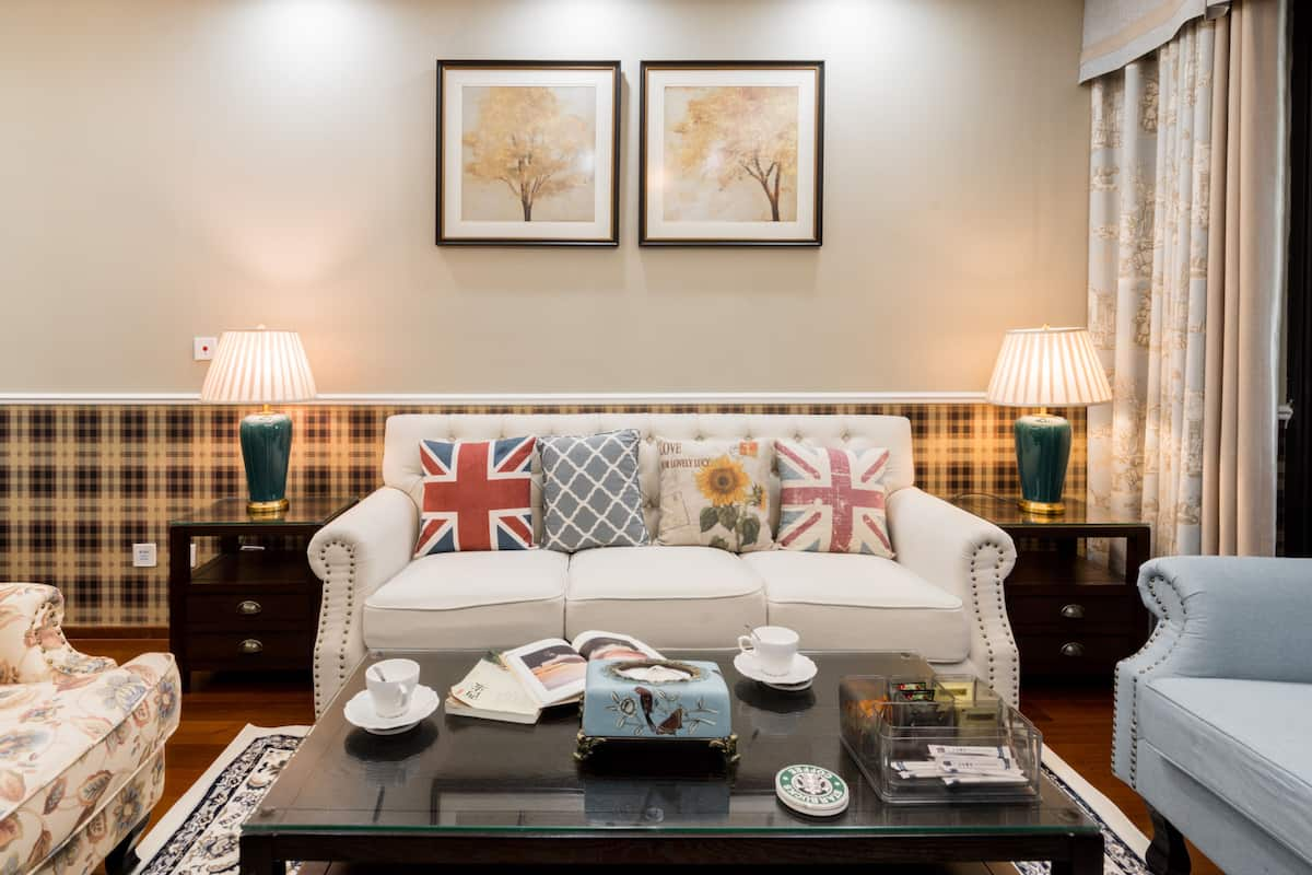 有温馨两室两卫带书房的舒适安静,美式风格,地铁口公寓