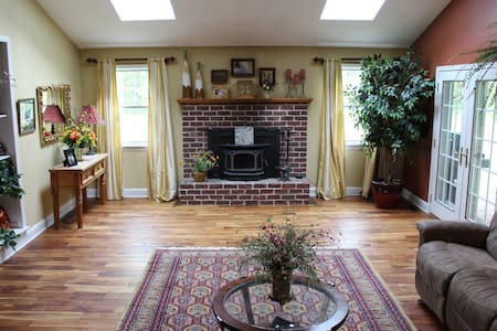 ROOMS AVAILABLE BUCKS COUNTY - Perkasie - House
