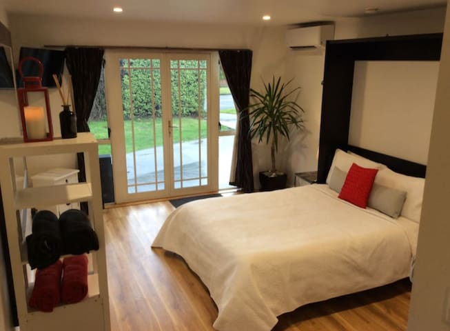 Beautiful self contained studio available now