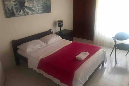 1.Habitacion comoda, en zona tranquila y segura