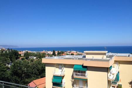 Vista mare, moderno bilocale con terrazza