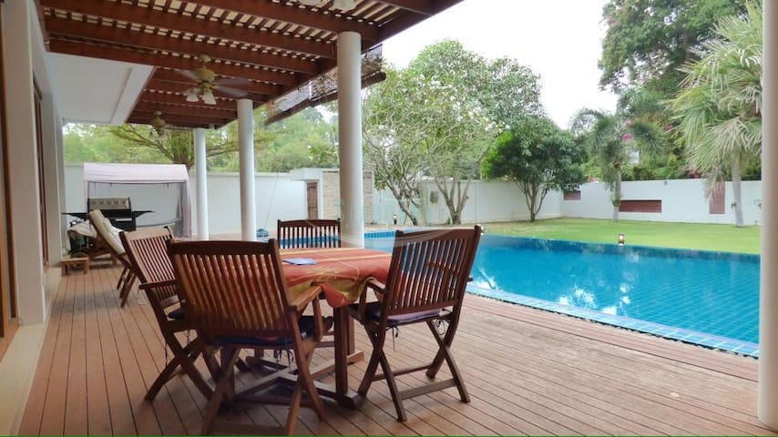 Sunset Beach Secluded Villa - Sattahip - Villa