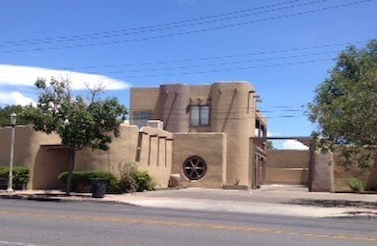 SW Style Studio in Old Town Close to Hotel ABQ