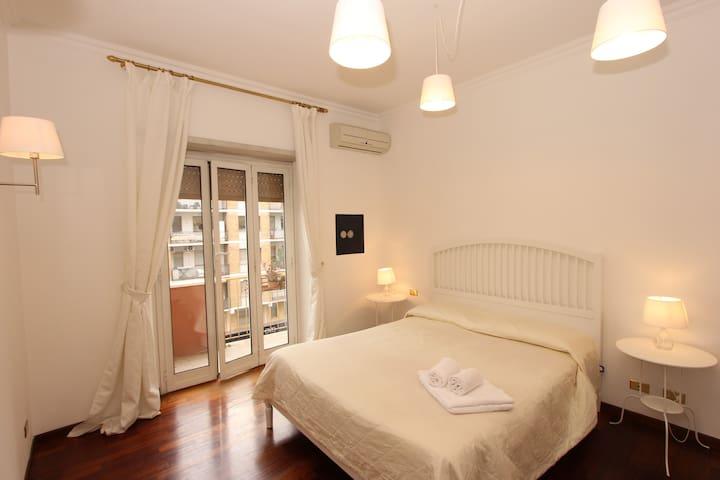 A large 2 BR flat near Trastevere