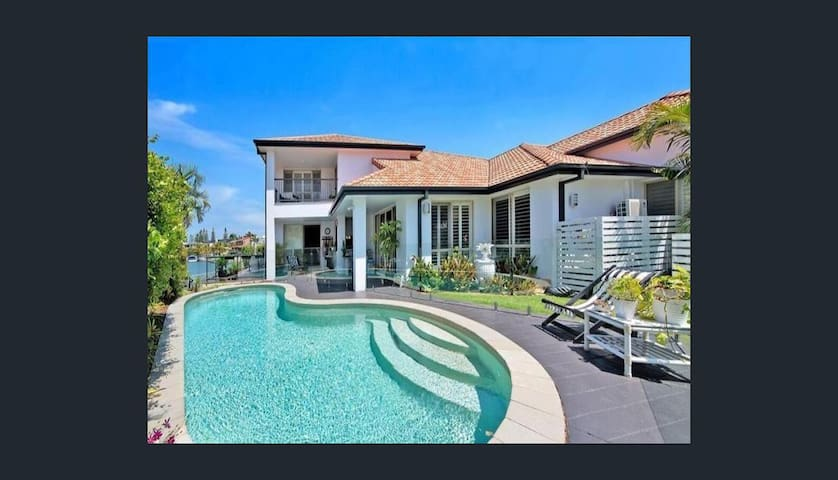 Luxury Canal Waterfront Home in Surfers Paradise - Il paradiso dei surfisti - Villa