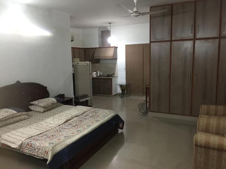 Studio apartment with dedicated entrance