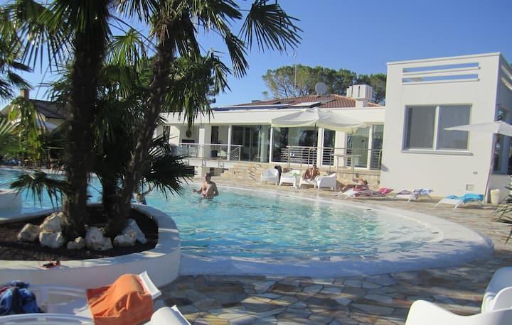 Villa with Pool -Apartament- Loggia degli Artisti