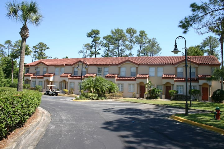 Lovely Townhome by SeaWorld- 2 Bedrms/2.5 Baths-B