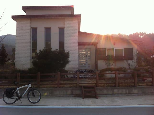 Banam bike travel - Geojin-eup, Goseong-gun - Casa